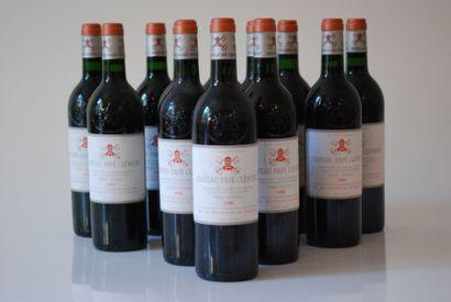 Douze bouteilles de Château Pape Clément...
