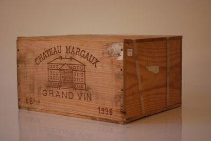 Une caisse de six bouteilles de Château Margaux...