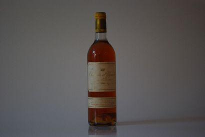 Une bouteille de Château d'Yquem 1984, 1er...