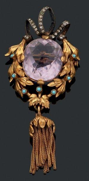 Broche ornée d'une importante pierre de couleur...