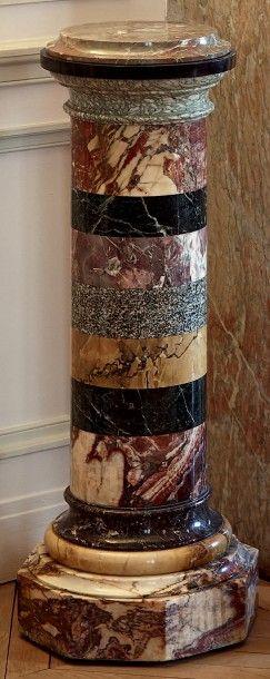Paire de piédestaux sous la forme de colonnes...