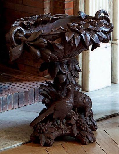 Centre de table en bois sculpté. Travail...