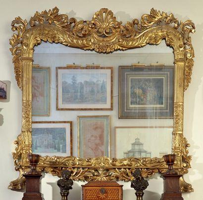 Miroir de cheminée en bois sculpté et doré;...
