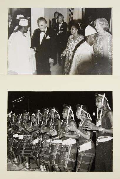 Photographies - 2 Albums de reportages photographiques,...