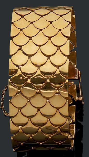 Bracelet large ruban souple articulé d'écailles...