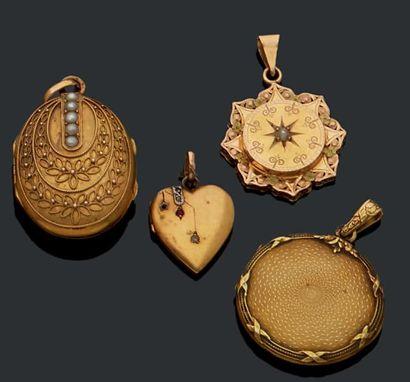 Quatre médaillons pendentifs en or 18K (750):...