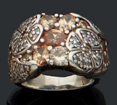 Bague en argent (950) sertie de pierres blanches...