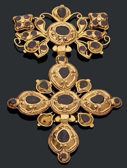 Partie de pendentif formant une croix normande...
