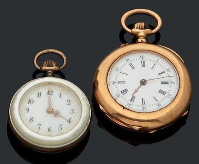 Deux montres de col l'une en or à remontoir...