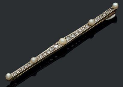 Barrette en or gris 18K (750) sertie de diamants...