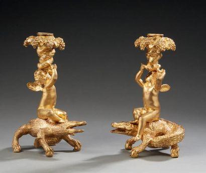 Paire de bougeoirs en bronze ciselé et doré....