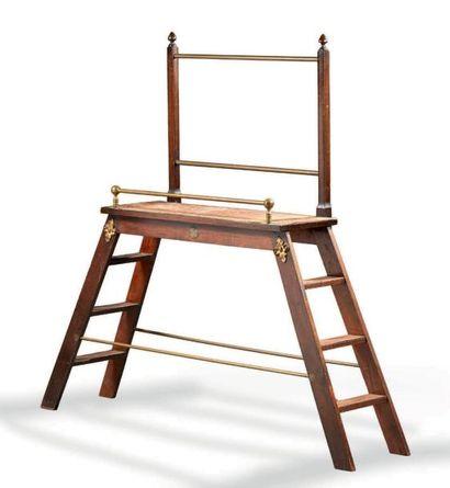 Escalier de bibliothèque en bois et ornementations...