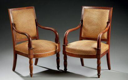 Paire de fauteuils en acajou et pièttement...