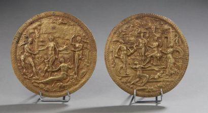 Deux médaillons en bronze richement ciselé...
