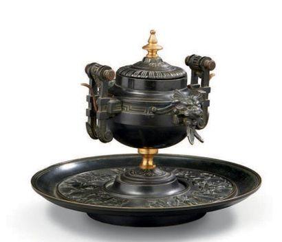 Encrier sonnette en bronze néogothique à...