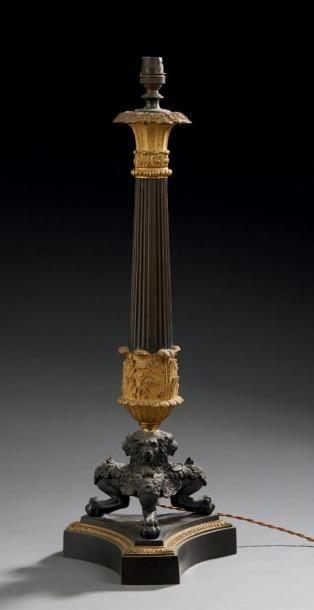 Pied de lampe en bronze à deux patines, fût...