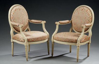 Paire de fauteuils en hêtre mouluré rechampi...
