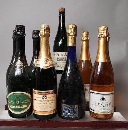 9 bouteilles VINS et APERITIFS MOUSSEUX A...