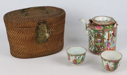 CHINE, Canton.  Service à thé en porcelaine...