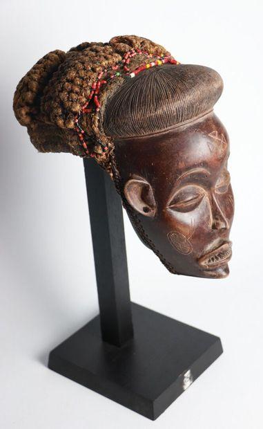 CHOKWE, Angola.  Masque en bois sculpté et...