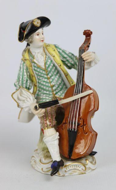 MEISSEN.  Le violoncelliste.  Statuette en...