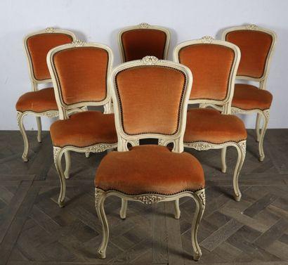 Suite de six chaises en bois mouluré, sculpté...