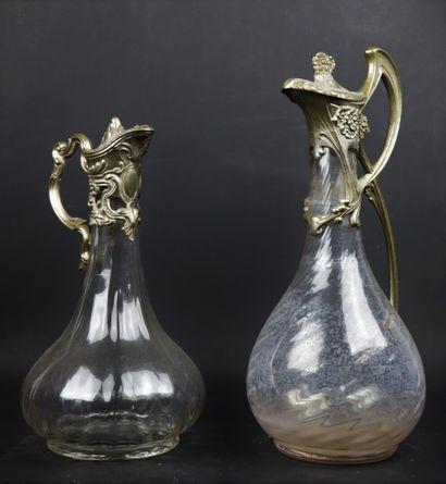 Deux aiguières couvertes en verre et métal,...