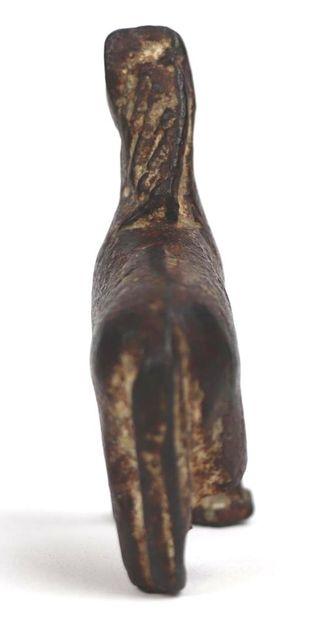 Lion en fonte de fer.  Manque les pattes arrière.  IRAN(?).  H_8 cm