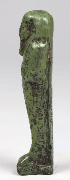 OUSHEBTI. Faïence verte. Inscrit toutes faces et pilier dorsal au nom du Chamelier...