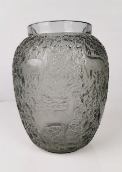 LALIQUE France.  Vase modèle