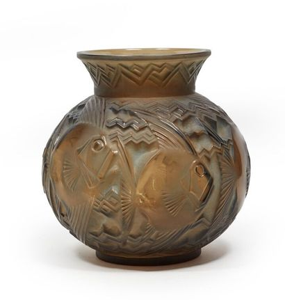 Pierre DAVESN (1901-1990).  Important vase...
