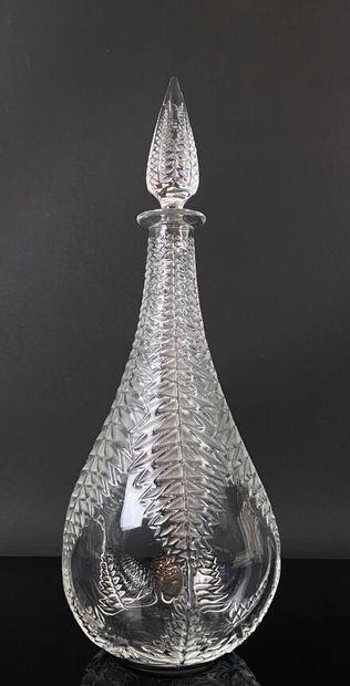 LALIQUE France.  Carafe en cristal à décor...