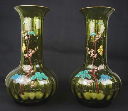 LEGRAS.  Paire de vases en verre vert à décor...