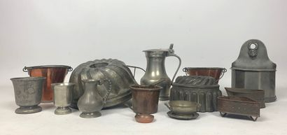 Ensemble d'objets en étain, métal et cuivre,...