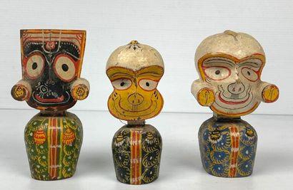 MEXIQUE.  Trois statuettes en bois polychrome....