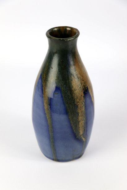 Léon POINTU (1879-1942).  Vase ovoïde à col...
