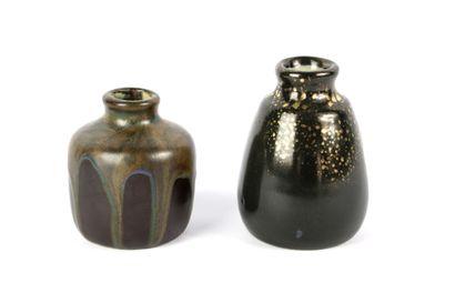 Léon POINTU (1879-1942).  Deux vases en grès,...