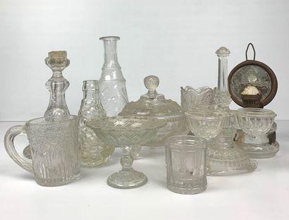 Collection de dix verreries en verre moulé....