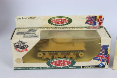 SOLIDO.  Lot de 7 véhicules militaires blindés miniatures.  Boîtes d'origine.
