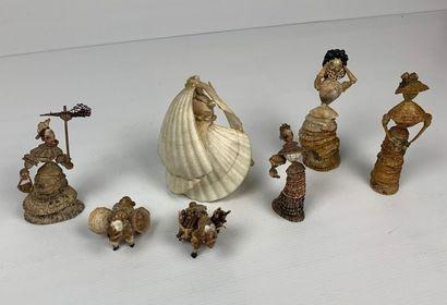 Ensemble de sept personnages formés de coquillages figurant mariée, animaux et jeunes...