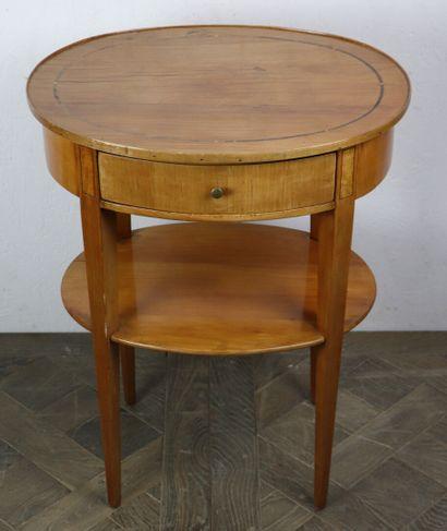 Petite table ovale en bois de placage et...