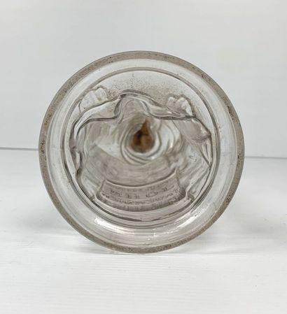 John TAVERNIER.  Boîte à bonbons en verre figurant Saint Antoine de Padoue.  H_41...