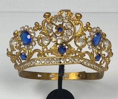 Demie-couronne de statuaire religieuse ornée...