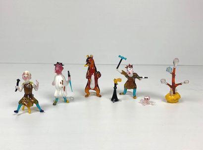 Ensemble de sept statuettes en verre filé...