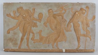 Bas relief en plâtre patiné figurant une...
