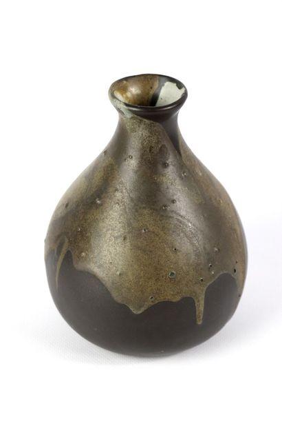 Léon POINTU (1879-1942).  Vase piriforme...