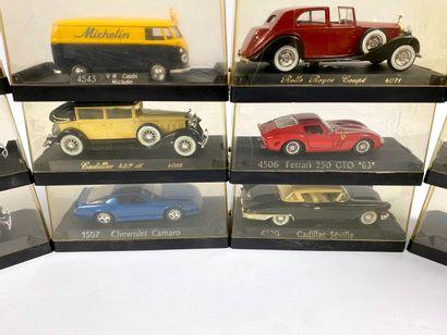 SOLIDO.  Lot de 12 véhicules miniatures 1/43e.  Boîtes d'origine ; dont CHEVROLET...