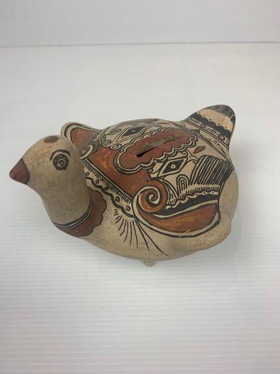MEXIQUE.  Ensemble de trois animaux en terre cuite émaillée, une oie formant tirelire,...