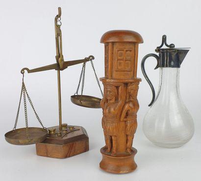 Lot comprenant :  - pilon en bois sculpté...