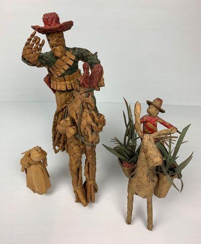 MEXIQUE.  Trois personnages en paille tressée.  H_ 13 cm à 35 cm